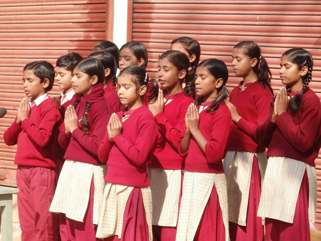 Students reciting the heart sutra in Sanskrit on India's 2016 Republic Day